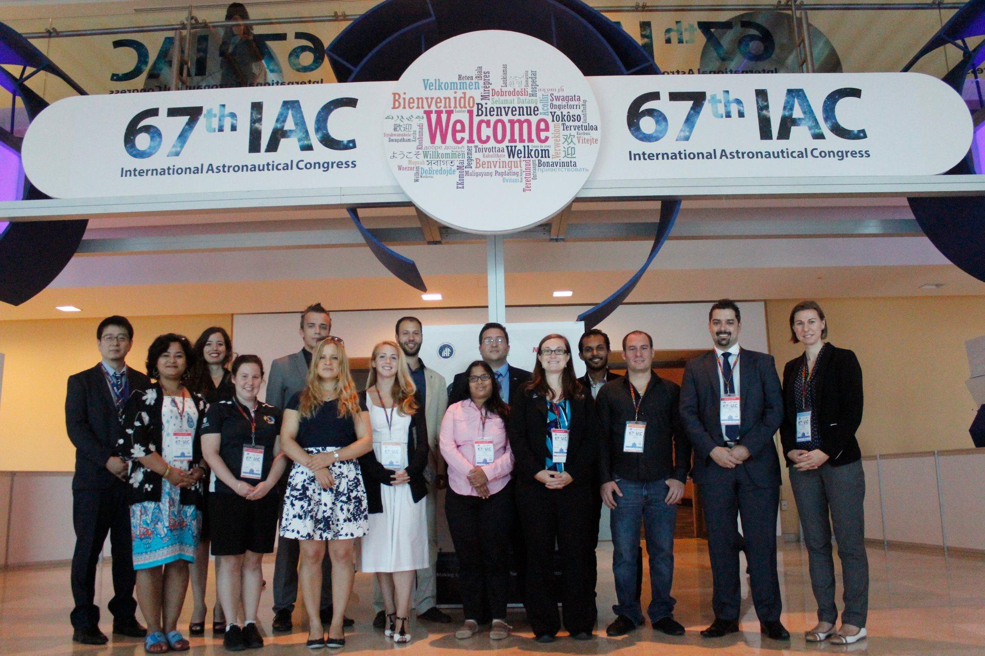 Obr.1: Držitelia prestížneho Emerging Space Leaders (ESL) grantu na konferencii IAC 2016 v Mexiku