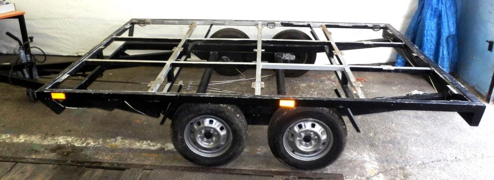 Obr.1: Prívesný vozík ako základ pre raketový stend avypúšťacieho zariadenia pre rakety Ardea