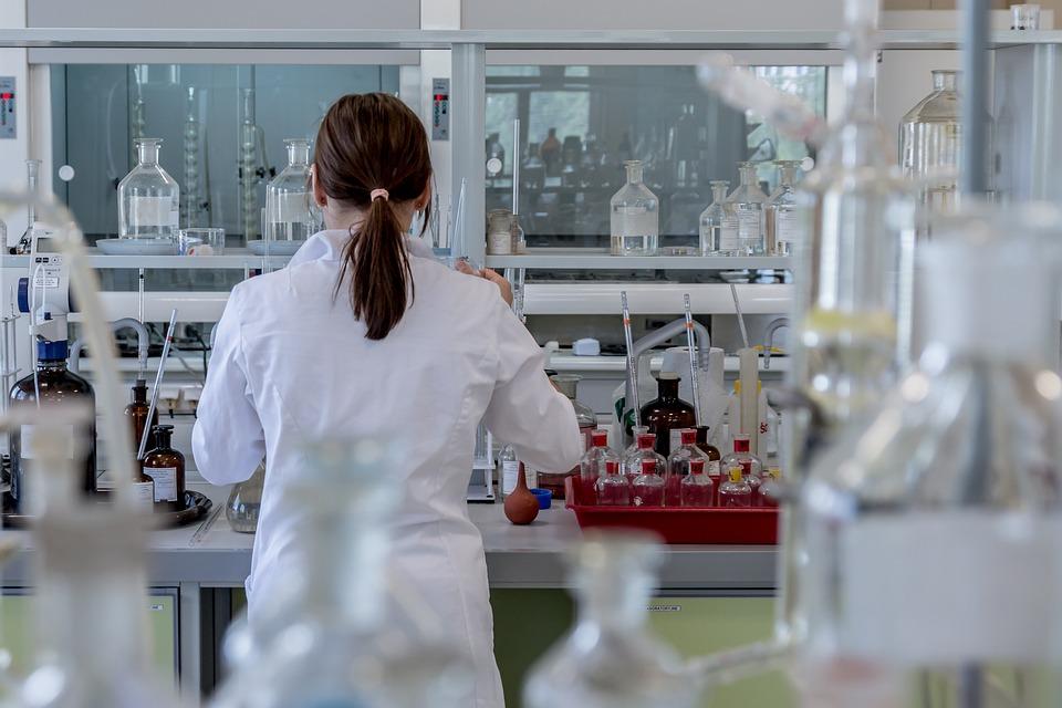 Pozvánka: CHÉMIA A NANOTECHNOLÓGIE -jednoduché i náročnejšie experimenty