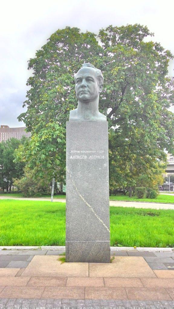 Alexei Leonov socha